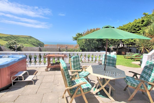 Putsborough Holiday Cottages Beach Retreat Parasol