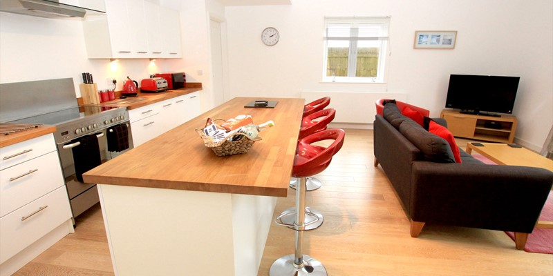 Woolacombe Holiday Cottages The Breakers Kitchen To Lounge