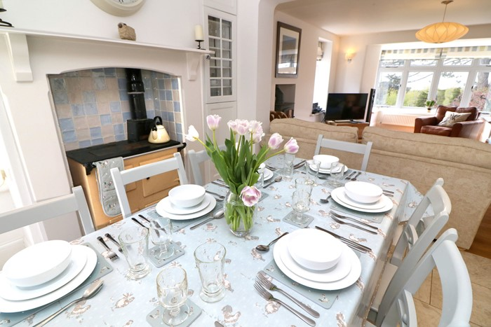 Croyde Holiday Cottages Wycliff Dining Table