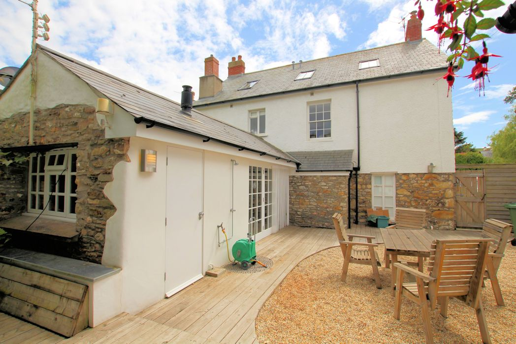 Brook house croyde holiday cottage sleeps 10 for Modern house holiday lets