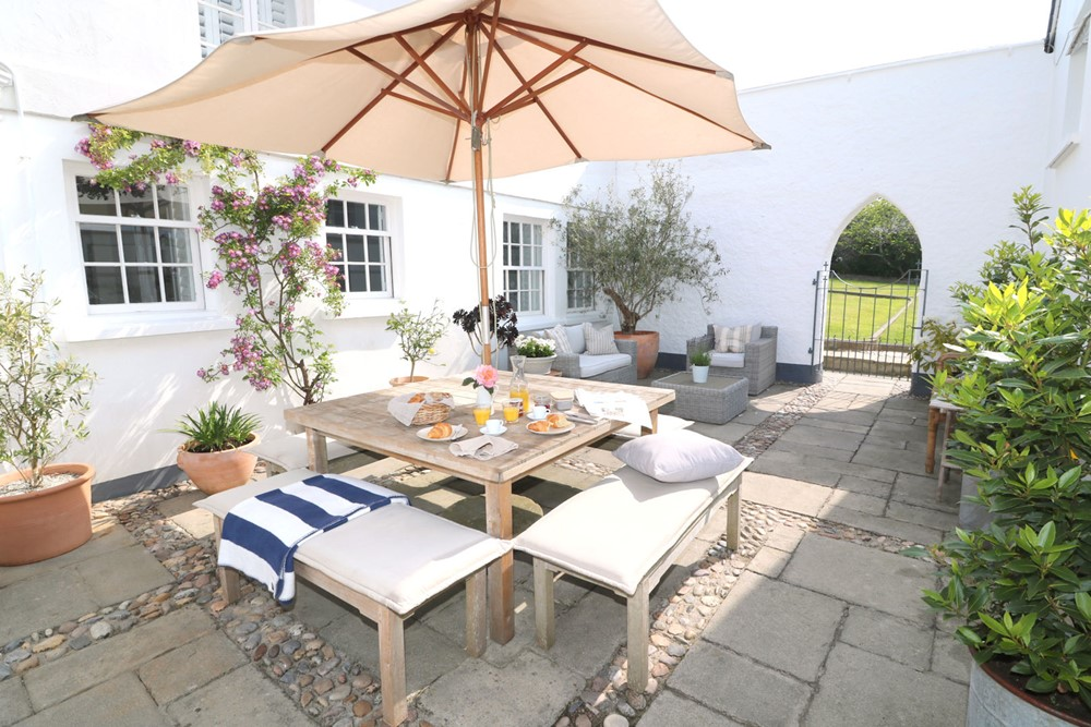 Braunton Holiday Cottages Pebbles Cottage Courtyard