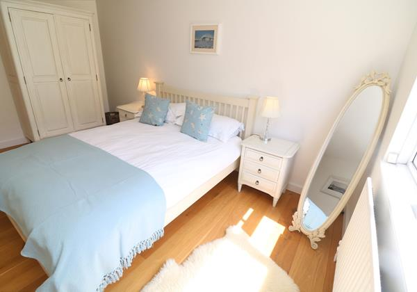 White Sands Croyde Holiday Cottages Blue Double