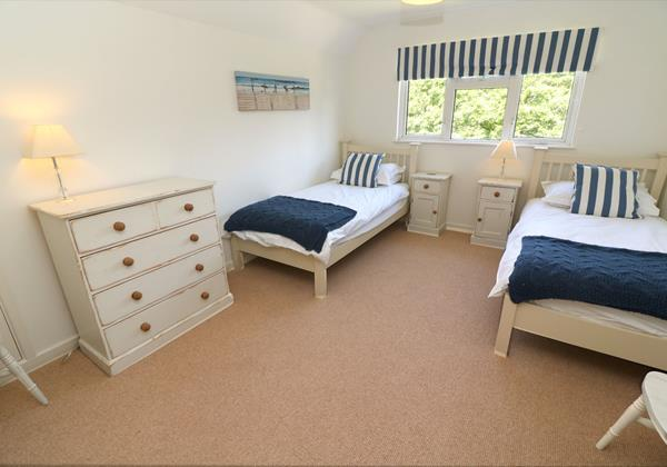 White Sands Croyde Holiday Cottages Blue Twin