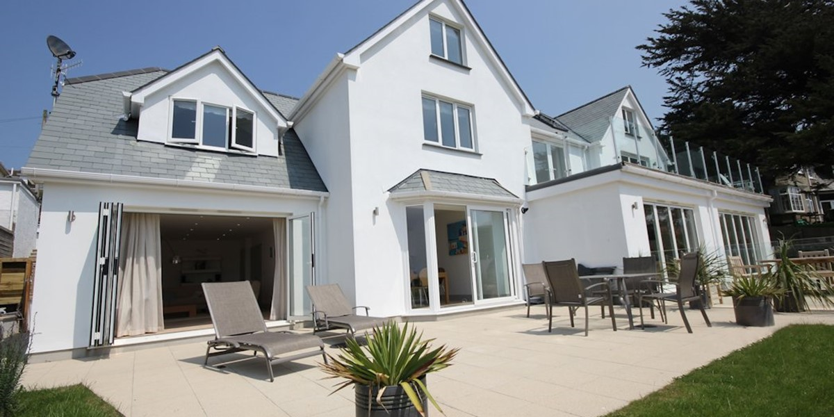 Long beach house woolacombe holiday cottages ocean for Modern house holiday lets