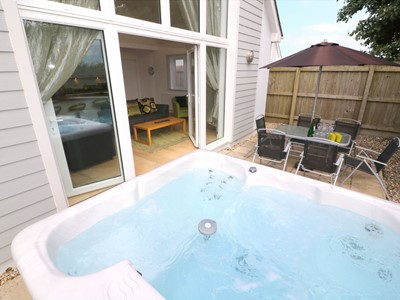 Terrific Woolacombe Holiday Cottages With Hot Tubs Ocean Cottages Interior Design Ideas Tzicisoteloinfo
