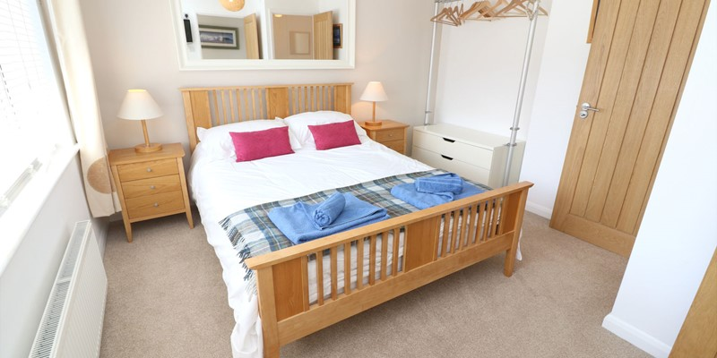 Croyde Holiday Cottages Pebbles Rest Downstairs Bedroom