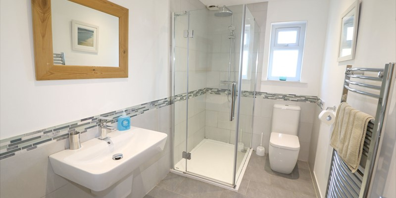 Croyde Holiday Cottages Pebbles Rest Bathroom