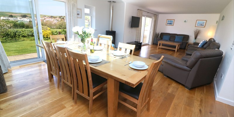 Croyde Holiday Cottages Pebbles Rest Dining Area