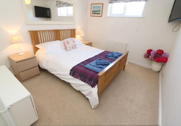 Croyde Holiday Cottages Pebbles Rest Double Bedroom