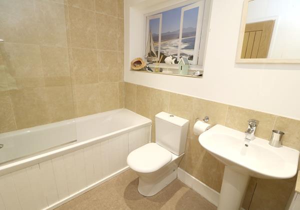 Croyde Holiday Cottages Pebbles Rest Family Bathroom