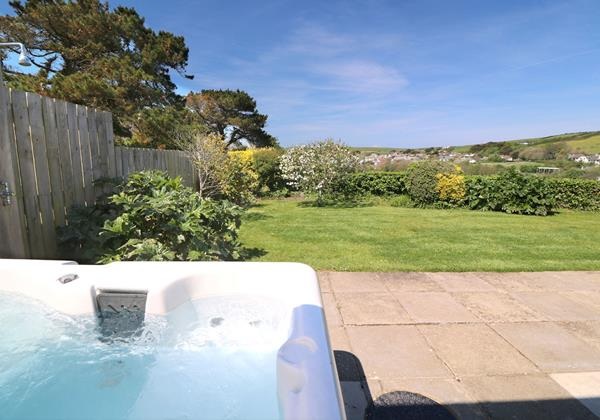 Croyde Holiday Cottages Pebbles Rest Hot Tub And Lawn 2