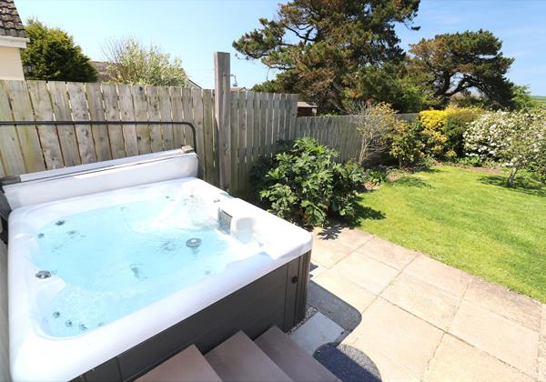 Croyde Holiday Cottages Pebbles Rest Hot Tub