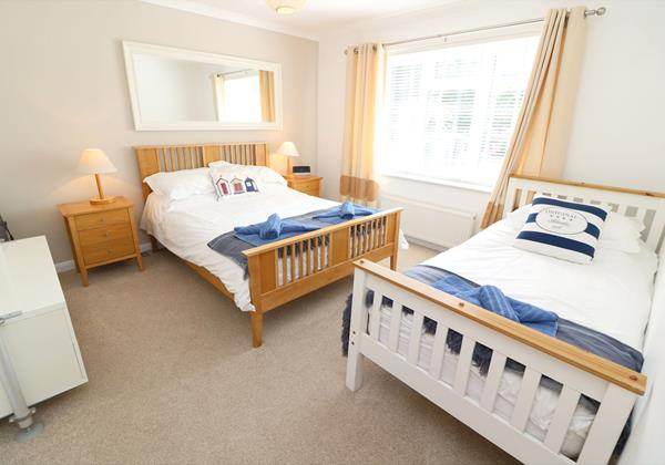 Croyde Holiday Cottages Pebbles Rest Twin Room