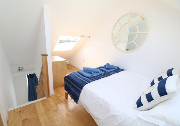 Croyde Holiday Cottages Pebbles Rest Upstairs Bedroom