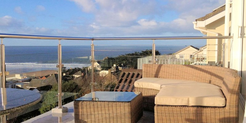 Atlantic House Woolacombe Holiday Cottages Rattan Furniture On Balcony