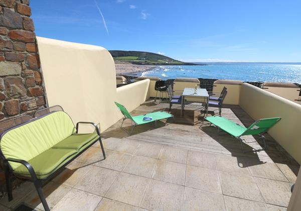 Croyde Holiday Cottages Surfside Patio Area