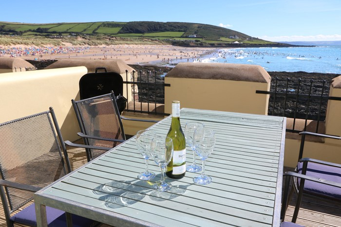 Croyde Holiday Cottages Surfside Patio Wine