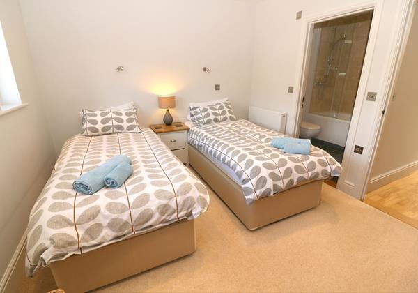 Croyde Holiday Cottages Surfside Twin Room