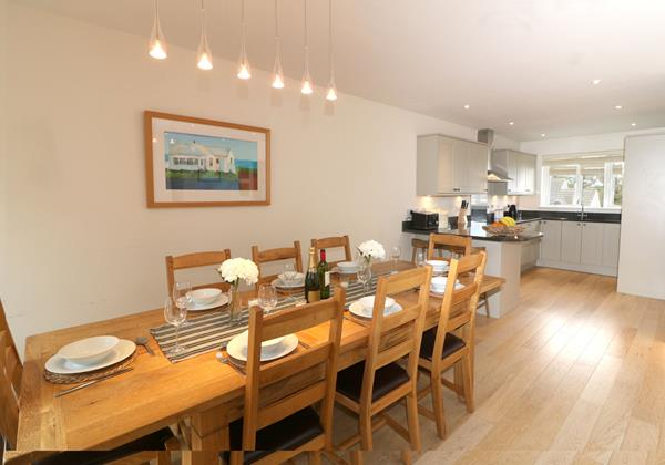 Croyde Holiday Cottages Offshore Dining To Kitchen