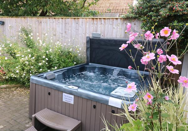 Croyde Holiday Cottages Offshore Hot Tub Flower