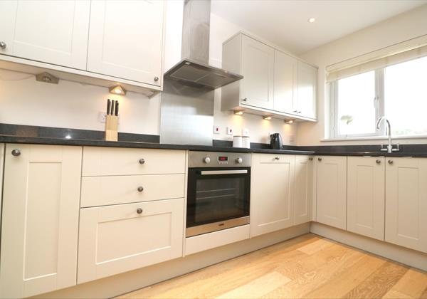 Croyde Holiday Cottages Offshore Kitchen Units