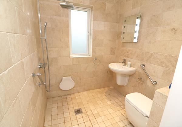 Croyde Holiday Cottages Offshore Wet Room