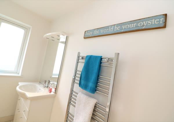 Croyde Holiday Cottages Offshore Bathroom Sign