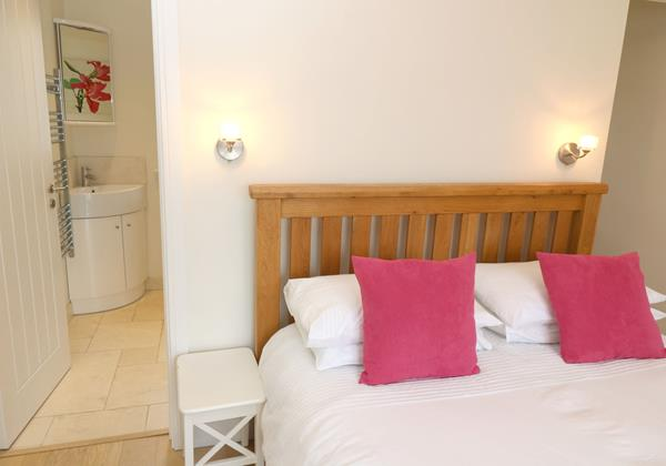 Croyde Holiday Cottages Offshore Patio Bedroom