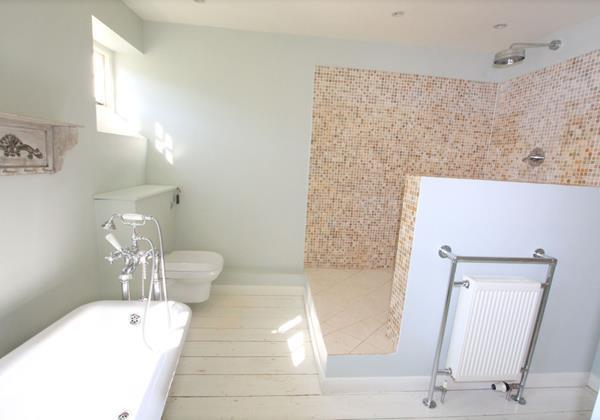 The Long House Georgeham Big Bathroom
