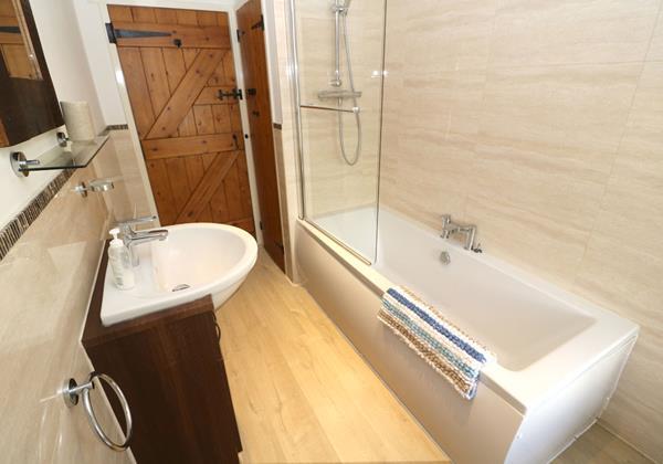 Georgeham Holiday Cottages Box Cottage Bathroom