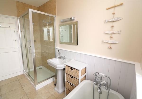 Croyde Holiday Cottages Broad De Bathroom