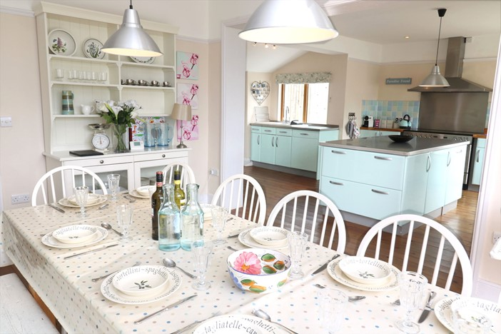 Croyde Holiday Cottages Broad De Table To Kitchen