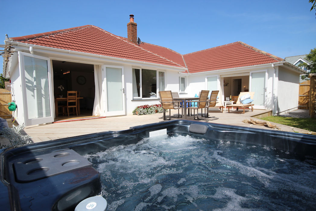 Offshore croyde holiday cottages ocean cottages for Cottages with sauna and hot tub
