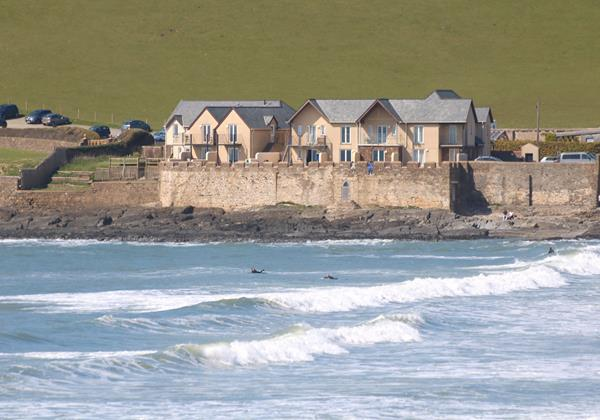 Croyde Holiday Cottages Surfside Front and sea