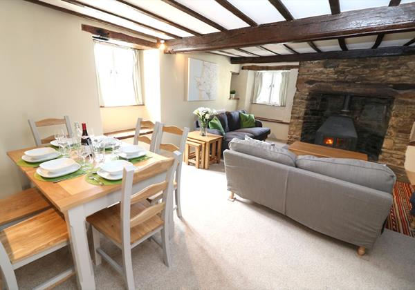 Croyde Holiday Cottages Chuggs Cottage Dining Area