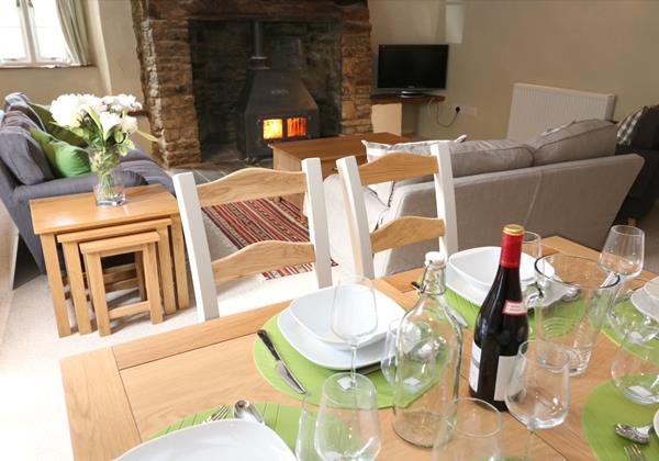 Croyde Holiday Cottages Chuggs Cottage Dining To Lounge
