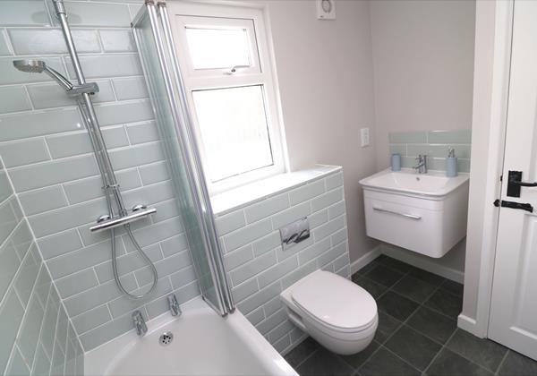 Croyde Holiday Cottages Chuggs Cottage Downstairs Shower Room
