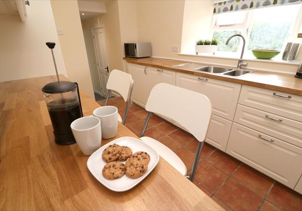Croyde Holiday Cottages Chuggs Cottage Kitchen Bar