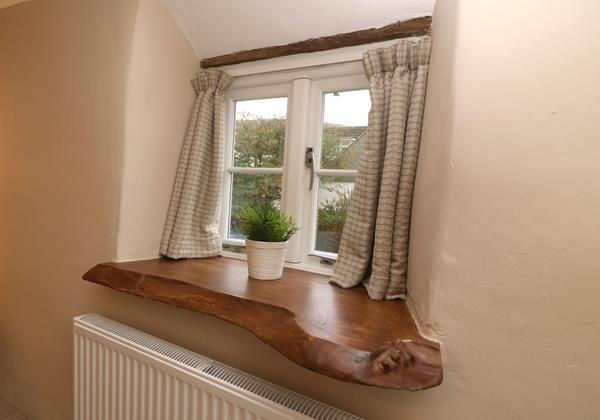 Croyde Holiday Cottages Chuggs Window