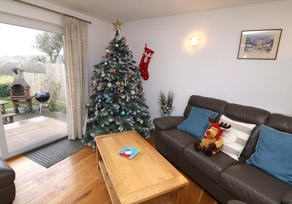 Croyde Holiday Cottages Pebbles Rest Xmas Lounge