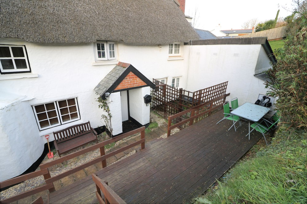 Croyde Holiday Cottages Down View Patio Area