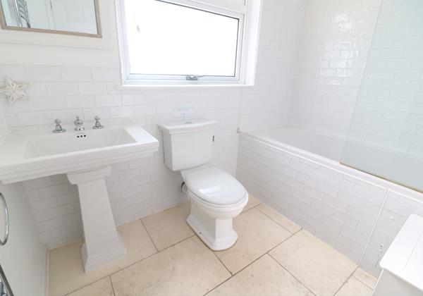 Croyde Holiday Cottages Bay Cottage Bathroom