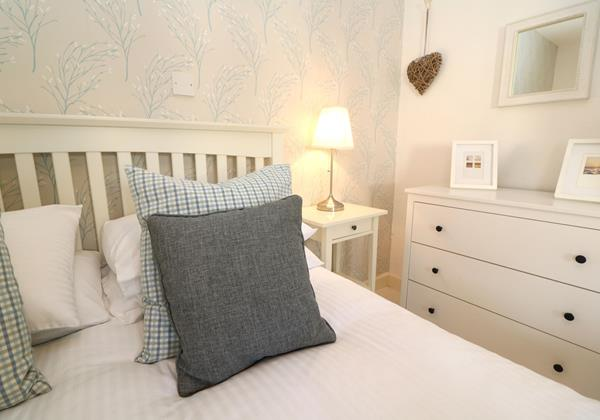 Croyde Holiday Cottages Bay Cottage Master Bedroom Detail