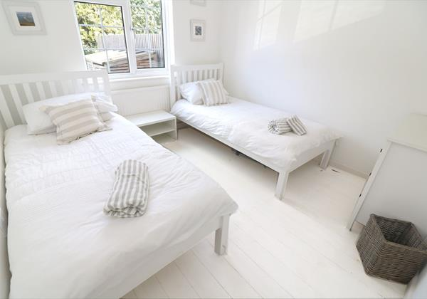 Croyde Holiday Cottages Bay Cottage White Twin