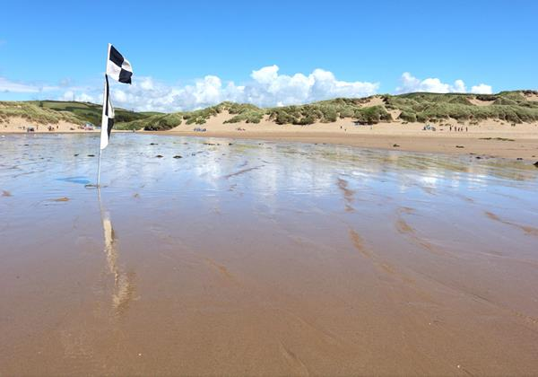 Croyde Holiday Cottages Bay Cottageflag On Beach