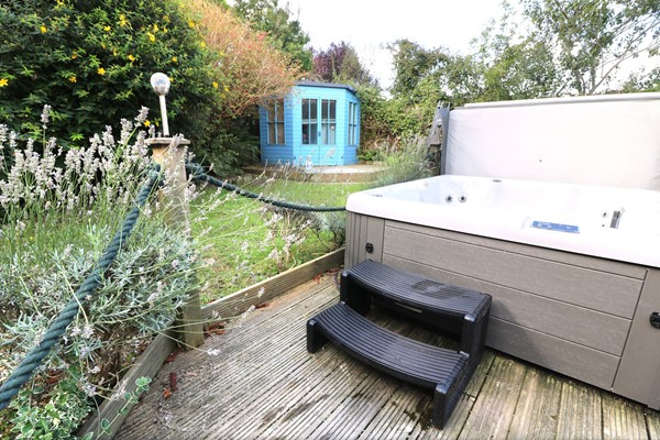 Croyde Holiday Cottages Blue Pearl Hot Tub