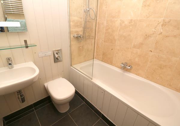 Croyde Holiday Cottages Surfside Bathroom