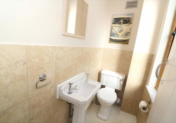 Croyde Hoiliday Cottages Broad De Wet Room Toilet