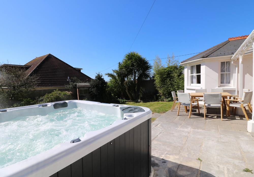 North devon holiday cottages sleeps 8 ocean cottages for Cottages with sauna and hot tub