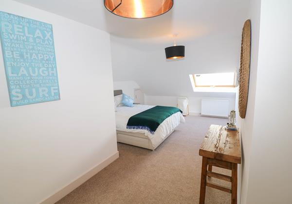 Marine View Holiday Cottage Spacious Master